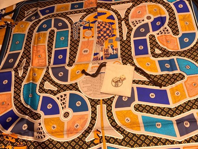 エルメス カレ90 Le Tour Du Monde En 63 Cases マリン/オレンジ/ブルーロイ シルク